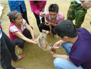 Tập huấn về chăn nuôi gà cho bà con xã Yên Cư